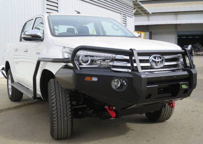 hilux ironman bar